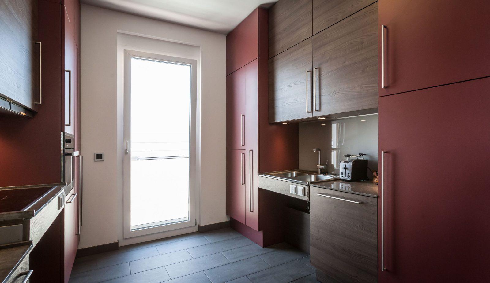 barrierefreie k chen k che ballerina ikea alte fronten mosaikfliesen m lleimer trennsystem. Black Bedroom Furniture Sets. Home Design Ideas